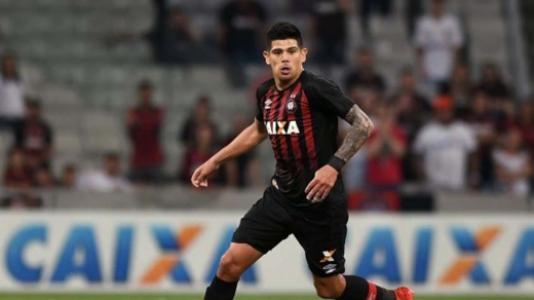 Ex-Athletico perto de ser anunciado pelo futebol árabe