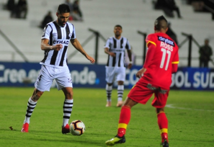 Wanderers segura Sport Huancayo e avança na Copa Sul-Americana