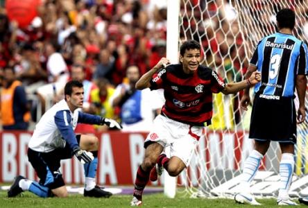 Gol do Ronaldo Angelim - Flamengo x Grêmio 2009 (Foto  Sergio Moraes Reuters e10580b33a1eb