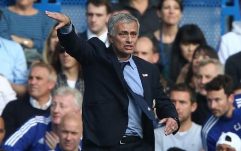 José Mourinho está na corda bamba no Chelsea (Foto: Justin Tallis / AFP)