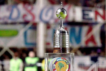 Trofeu Libertadores (Foto: Juan Mabromata/ AFP)