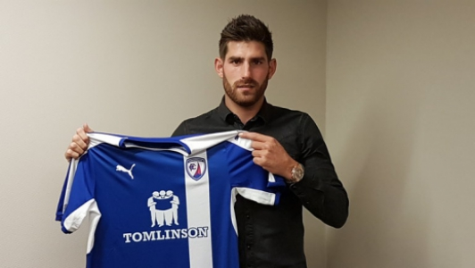 Chad Evans com a camisa do Chesterfield
