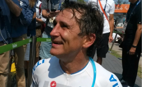 Alessandro Zanardi venceu a prova nesta quinta-feira (Foto: Igor Siqueira)