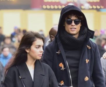 Disfarçado, Cristiano Ronaldo é visto com nova namorada