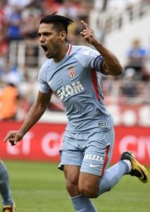 O artilheiro colombiano Radamel Falcao García tenta fazer seu Monaco repetir a boa temporada da edição passada, quando foi semifinalista