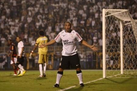 A Libertadores de 2010 apresentou ao Corinthians a eliminação para o Flamengo nas oitavas de final. O Timão tinha vencido a Copa do Brasil de 2009