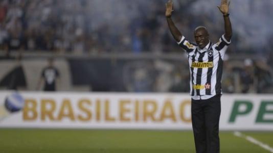 Em 2012 o Botafogo surpreende o mundo com a contratação de Clarence Seedorf, um dos principais craques europeus. A torcida lota o aeroporto para receber o craque, que se aposentadoria em janeiro de 2014 pelo Alvinegro