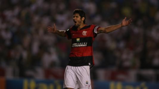 Fábio Luciano comemorando gol b4c00cb28764c
