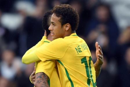 Neymar abriu o placar para o Brasil em cobrança de pênalti