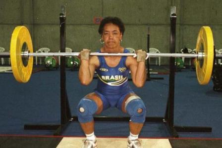 Maria Elizabete Jorge foi tão importante no levantamento de peso porque foi a primeira brasileira a disputar os Jogos Olímpicos pelo esporte, em 2000. Depois, passou a treinar a Seleção masculina