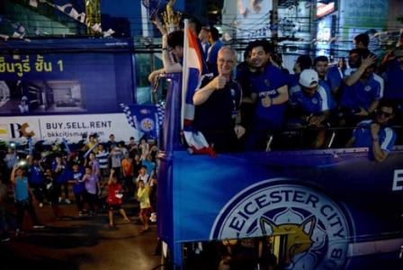 Com duas rodadas de antecedência, o Leicester foi campeão de forma surpreendente na temporada 2015/2016. Ele foi beneficiado por um empate entre Tottenham e Chelsea: 2 a 2