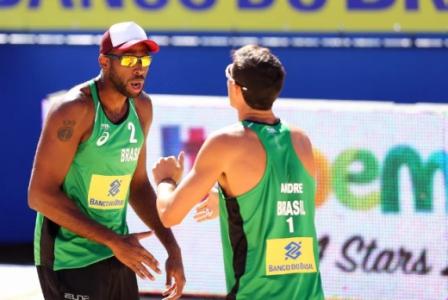 No masculino, Evandro e André conquistaram o título da etapa de Itapema com vitória por 2 a 0 sobre dupla holandesa