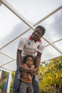 Solon, auxiliar técnico do Pérolas Negras, com o filho Vavá