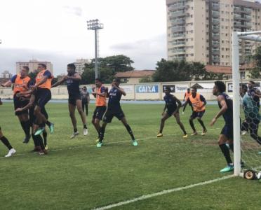 Reservas do Botafogo goleiam Sub-20 e Jefferson reaparece em treino ... 6e467d3c18f8b
