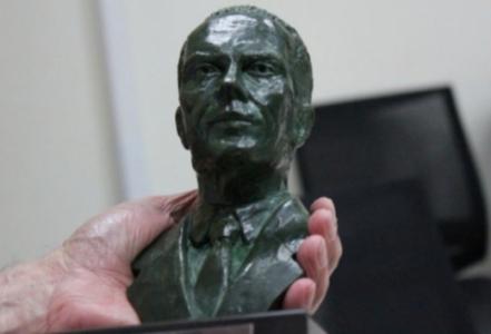 Troféu entregue ao campeão do returno do Brasileirão homenageia o  ex-jornalista 4043de58d8b00