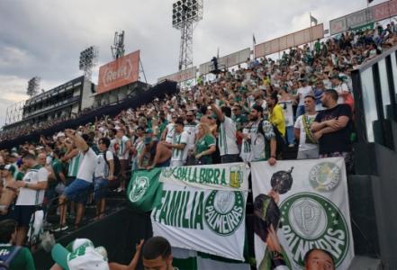 Torcida do Palmeiras comemorando no Allianz