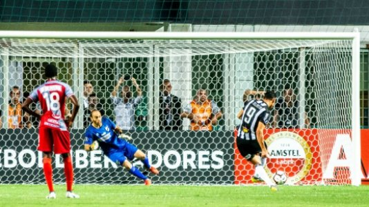 Atlético MG x Danubio Pênalti Ricardo Oliveira