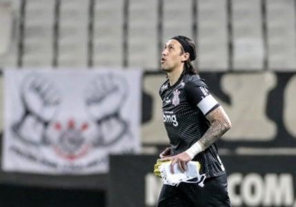 """""""Hora de pensar na parte de cima da tabela"""", diz Cássio sobre momento do Corinthians"""