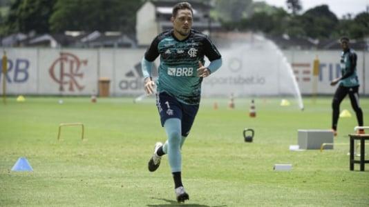 Vai voltar? Diego Alves é dúvida para confronto com Goiás pelo Brasileirão