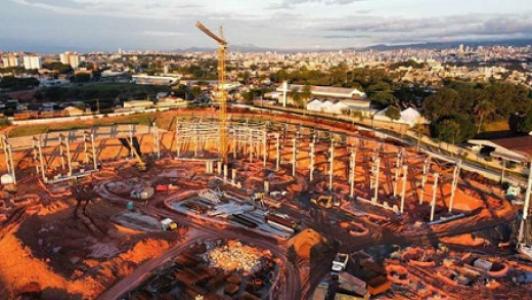 A Arena MRV está com previsão de entrega para 2022 e já está em estágio bem avançado nas suas obras