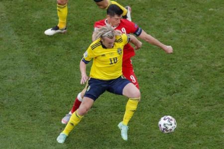 Suécia x Polônia - Emil Forsberg e Lewandowski
