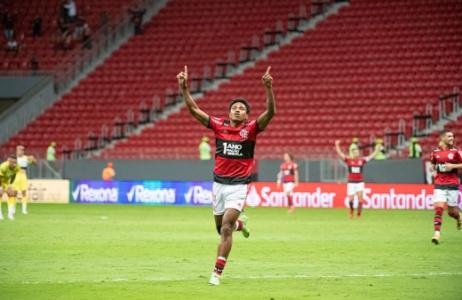 Vitinho iguala marca pelo Flamengo e já é um dos três mais efetivos do elenco; veja números