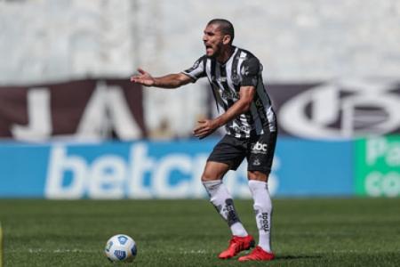 Junior Alonso é um dos pilares da sólida defesa do Atlético-MG na temporada 2021