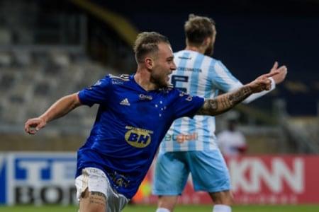 Bruno José fez o primeiro gol da Raposa e tem sido um dos poucos que se se destacam em campo