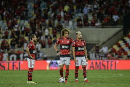 Everton Ribeiro, David Luiz y Andreas Pereira