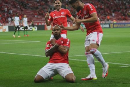 Patrick fpi o nome da noite no Beira Rio com os dois gols sobre o Coelho