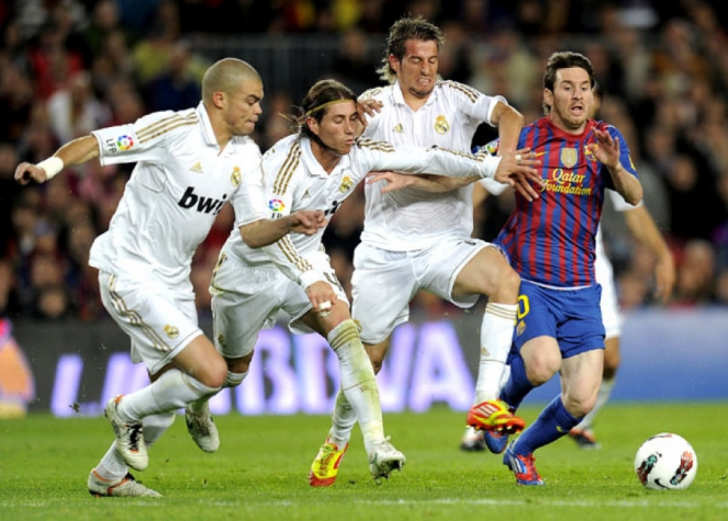 Messi - Barcelona x Real Madrid (Foto: Lluis Gene/AFP)