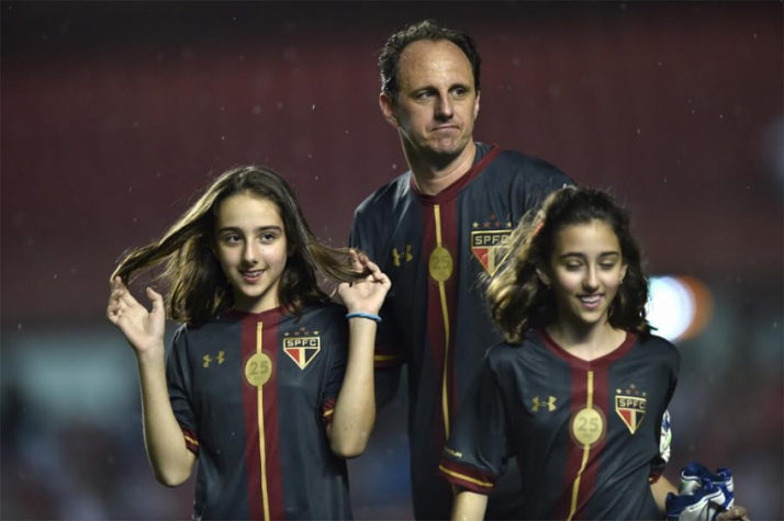 Venda de camisa de Ceni é 351% maior do que todo elenco do Tricolor ... 3a3a525aae655