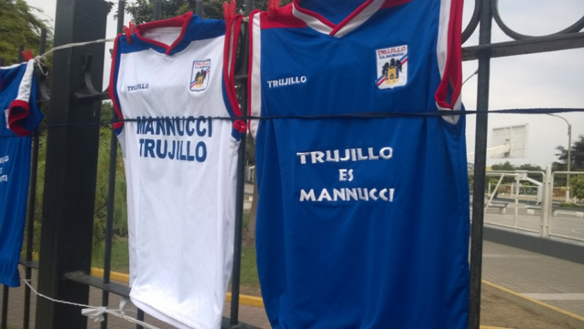 Camisas do Carlos Manucci (foto:Bruno Grossi/LANCE!Press)