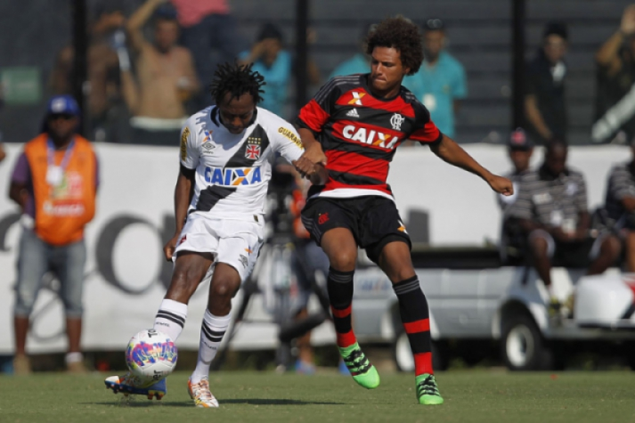 Andrezinho deu driblem desconcertante em volante do time rival (Foto:Wagner Meier/LANCE!Press)