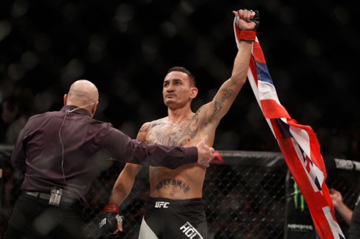 Max Holloway vence Jeremy Stephens no UFC 194 (Foto: Steve Marcus/AFP)