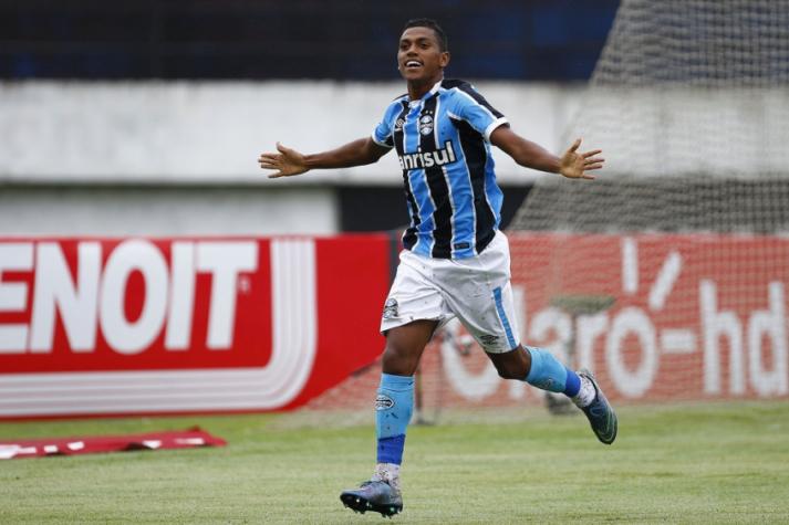 Grêmio vence Ponte Preta e diminui diferença para líder Corinthians
