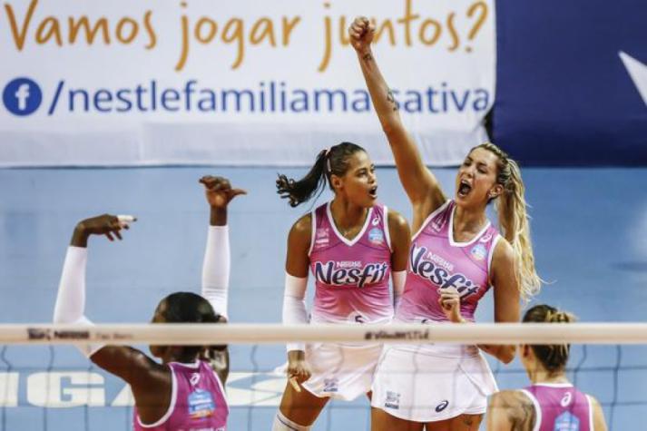 Vôlei Nestlé comemora durante partida da Superliga (Foto: Wander Roberto/Inovafoto/CBV)