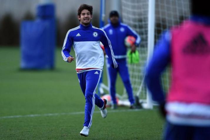 Alexandre Pato em treino do Chelsea (Foto  Divulgação   Chelsea) bd7eedad63b2d