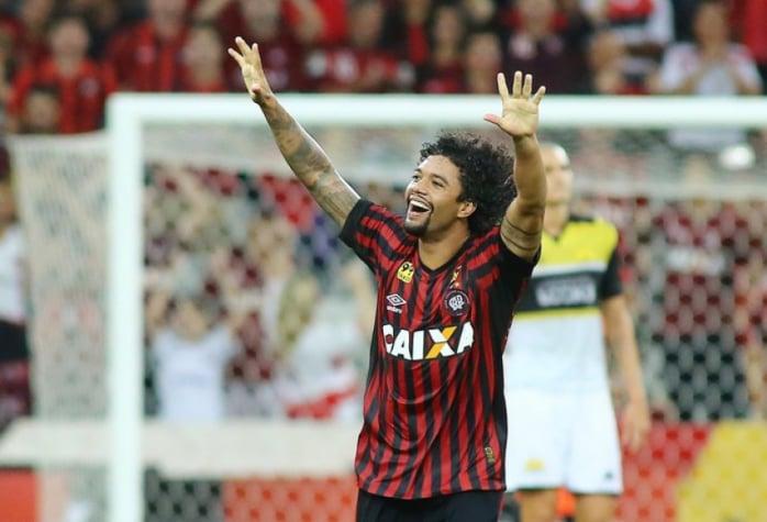 Bordeaux confirma transferência de Otávio do Atlético