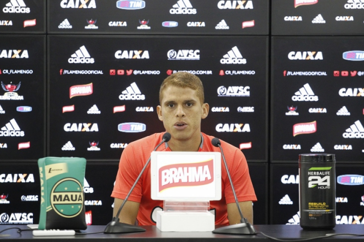 Cuéllar concedeu entrevista coletiva nesta quarta-feira, no Ninho (Foto: Gilvan de Souza/Flamengo)