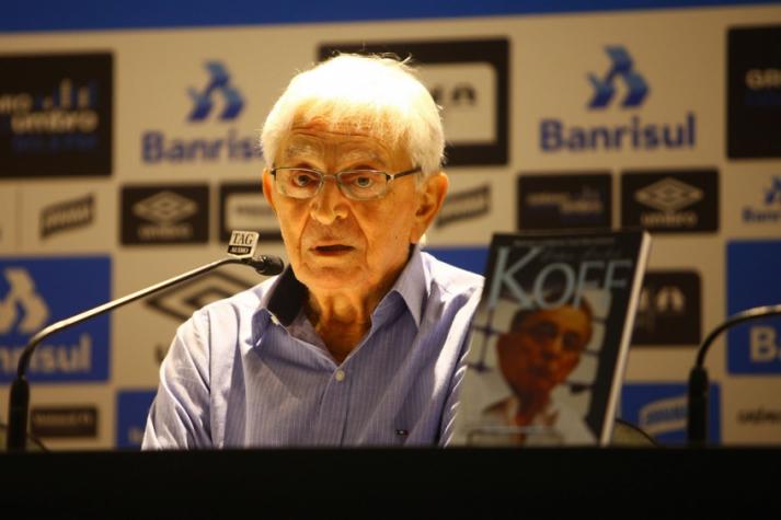 1081901b7d Livro de memórias de Koff já está à venda (Foto  Lucas Uebel Grêmio)
