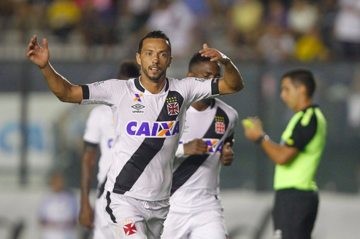 Nenê comemora gol do Vasco