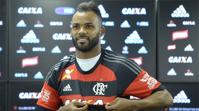 O primeiro dia de Fernandinho no Flamengo