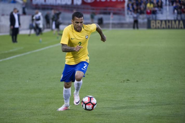 1d210128ec Daniel Alves será capitão e usará a 4 em homenagem a C. Alberto ...