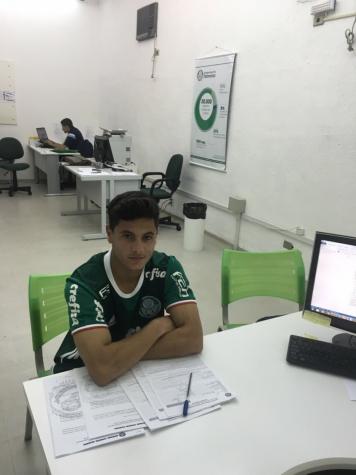 Palmeiras contrata lateral revelado pelo Corinthians para o sub-20