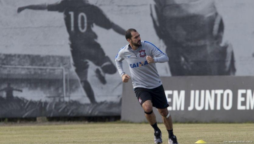 Recuperado, Danilo treina sem limitações e retorno está próximo
