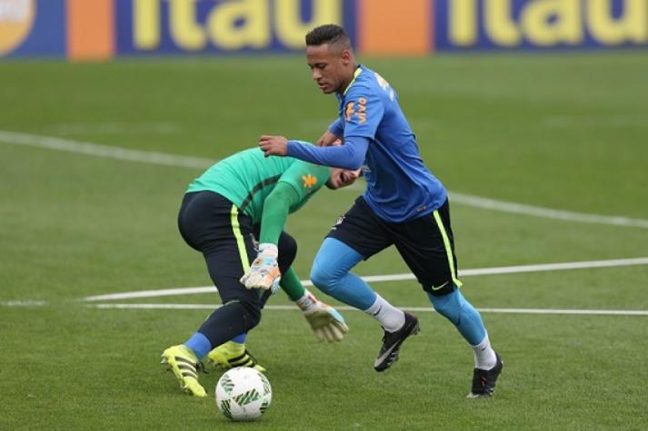 Neymar dribla o goleiro Daniel Fuzato bf7f418dc5eb2