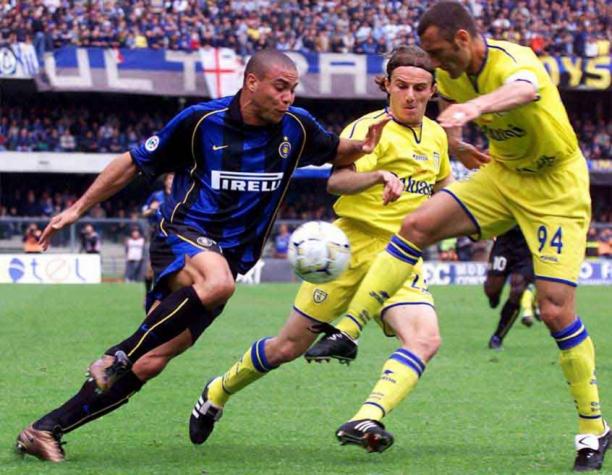 Ronaldo Fenômeno (Inter de Milão). Ronaldo sofreu grave lesão ... 04b67bce730d6
