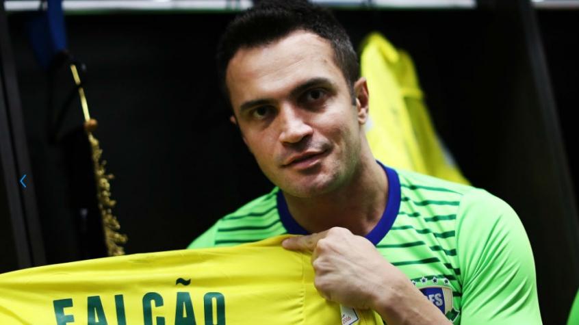 Brasil arrasa Moçambique e Falcão se torna maior goleador em Mundiais
