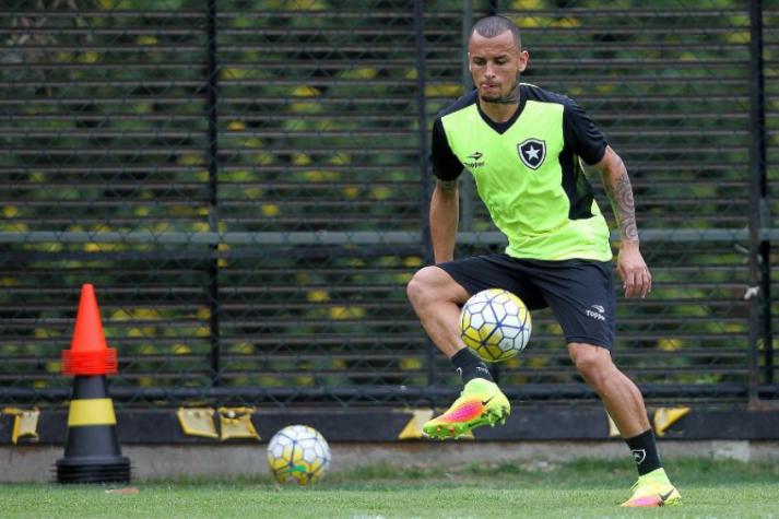 cfed25a2d4 Alemão foi contratado após a lesão do titular Luis Ricardo